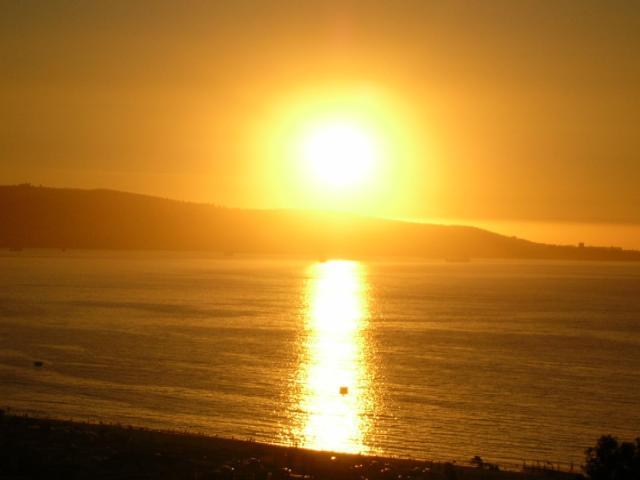 20100625015342-reflejos-del-sol-en-el-mar.jpg
