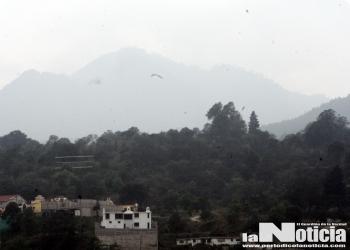 Nubes de ceniza y retumbos del volcán Santiaguito, crean alarma en la población